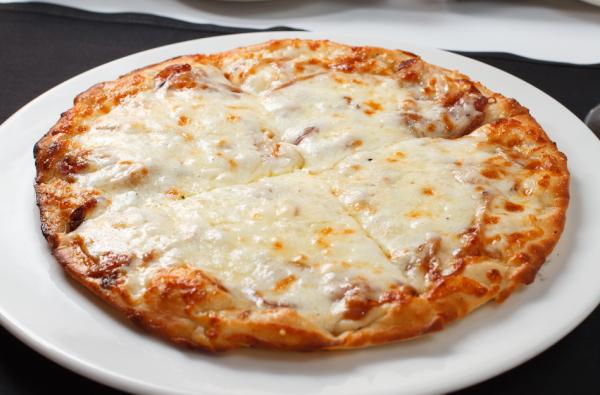 Pizza Pomodoro y Mozzarella